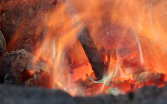 Ballet de feu de métal en fusion