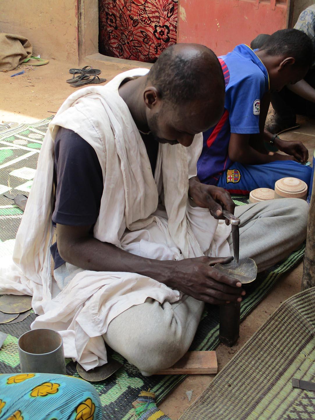 artisanat touareg, le martelage